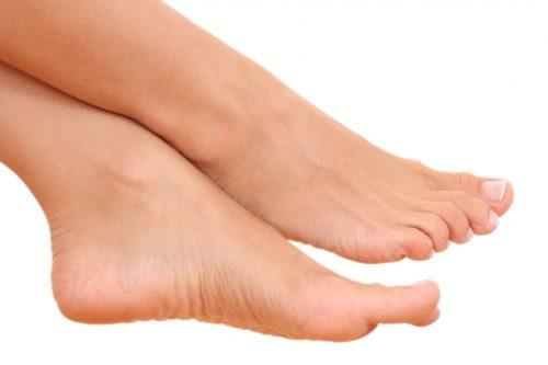 Jak pielęgnować stopy podczas lata?