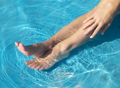 Jak wrócić z urlopu bez uciążliwych objawów grzybicy stóp?